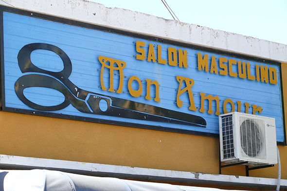 Letrero de peluquería en Santa Rosa, capital de La Pampa, Argentina. Foto (c) Jesús García Marín