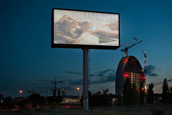 Madrid, el sueño europeo. Una exposición de Ángel Marcos. La muestra está compuesta por cerca de 300 fotografías, de las quela mayoría son inéditas y realizadas en torno a la ciudad de Madrid.