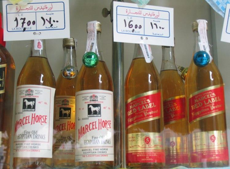 etiquetas de licore destilados en Egipto.  Foto © Jesús García Marín