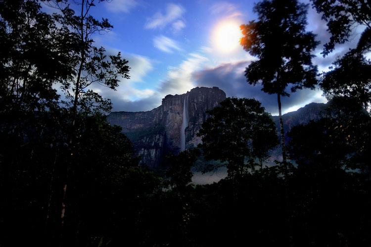 Salto Angel de noche. Foto Cappiati