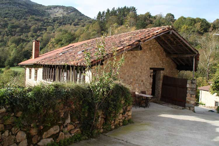 Alojamiento rural La Tahona de Besnes. Besnes (Asturias)