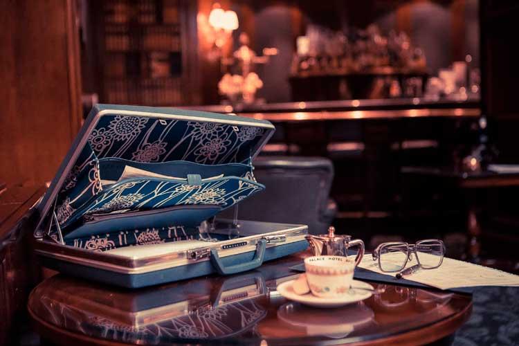 """exposición """"100 años viajando juntos"""" de Samsonite en el Westin Palace Hotel"""