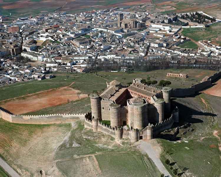 Panorámica aérea del Castillo de Belmonte (Cuenca)