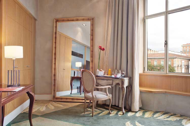 Detalle de habitación del NH Collection Paseo del Prado, Madrid