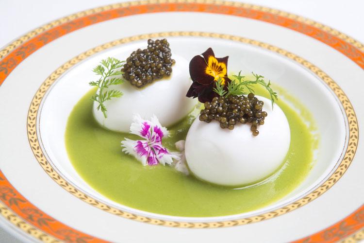 Huevo mollet con crema de guisantes de Zalacaín