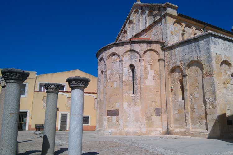 La iglesia de San Gabino, en Puerto Torres. © Pilar Carrizosa. Tu Gran Viaje a Cerdeña en Otoño.