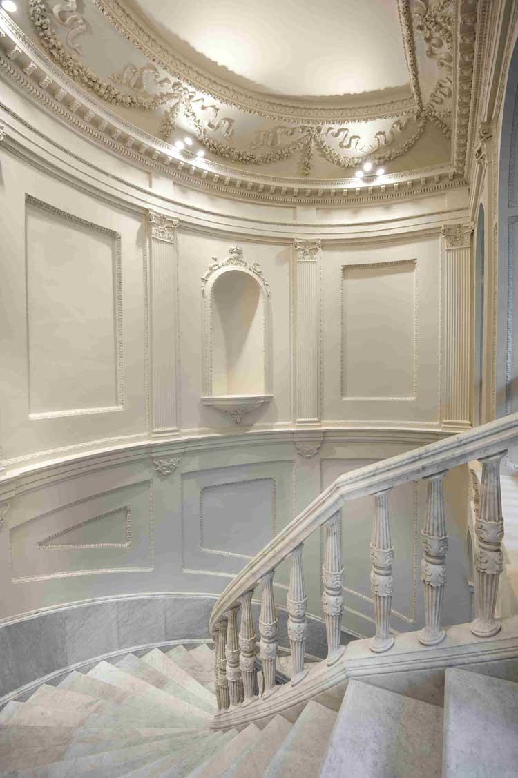 Escalinata del hotel Mercer Sevilla. Tu Gran Viaje