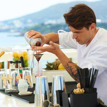 El mixólogo Álvaro Martín, participante en The Chefs Experience del Hotel ME Ibiza   Tu Gran Viaje. Revista de Viajes