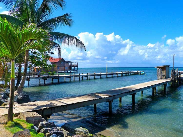 Embarcadero de Roatán, Honduras. Foto © Shutterstock   Resorts de Centroamérica en Tu Gran Viaje