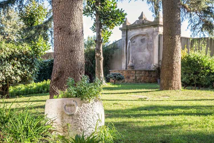 Detalle de los jardines del hotel Occidental Aurelia | Viajar a Roma en otoño | Revista Tu Gran Viaje