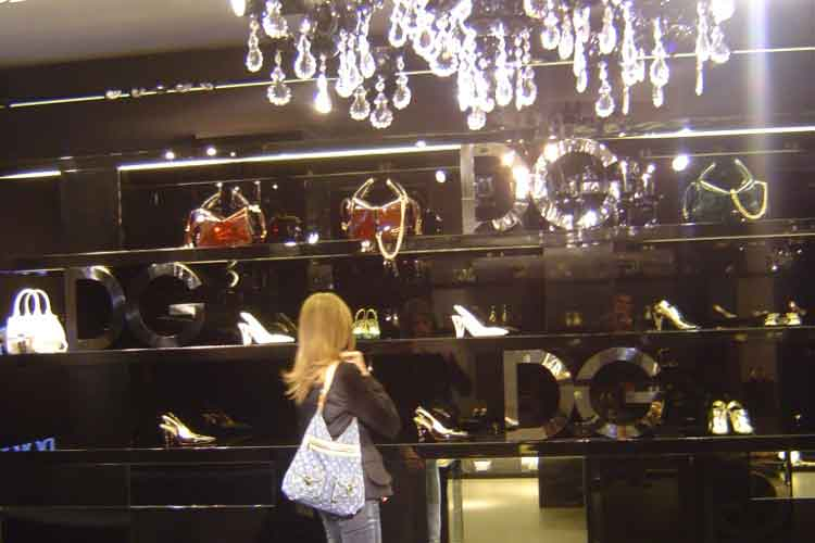 De compras por Milán con Tu Gran Viaje. Shopping en Millan. La flagship store de Dolce & Gabanna en Via della Spiga