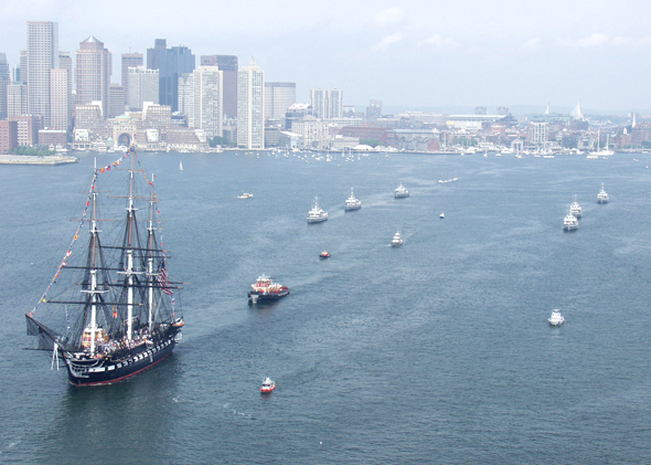 USS Constitution en el puerto de Boston (c) U.S. Navy