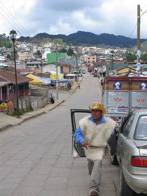 San Juan de Chamula, un maya viene a por mi al ver que le hago una foto, podría haber sido mi fin del mundo