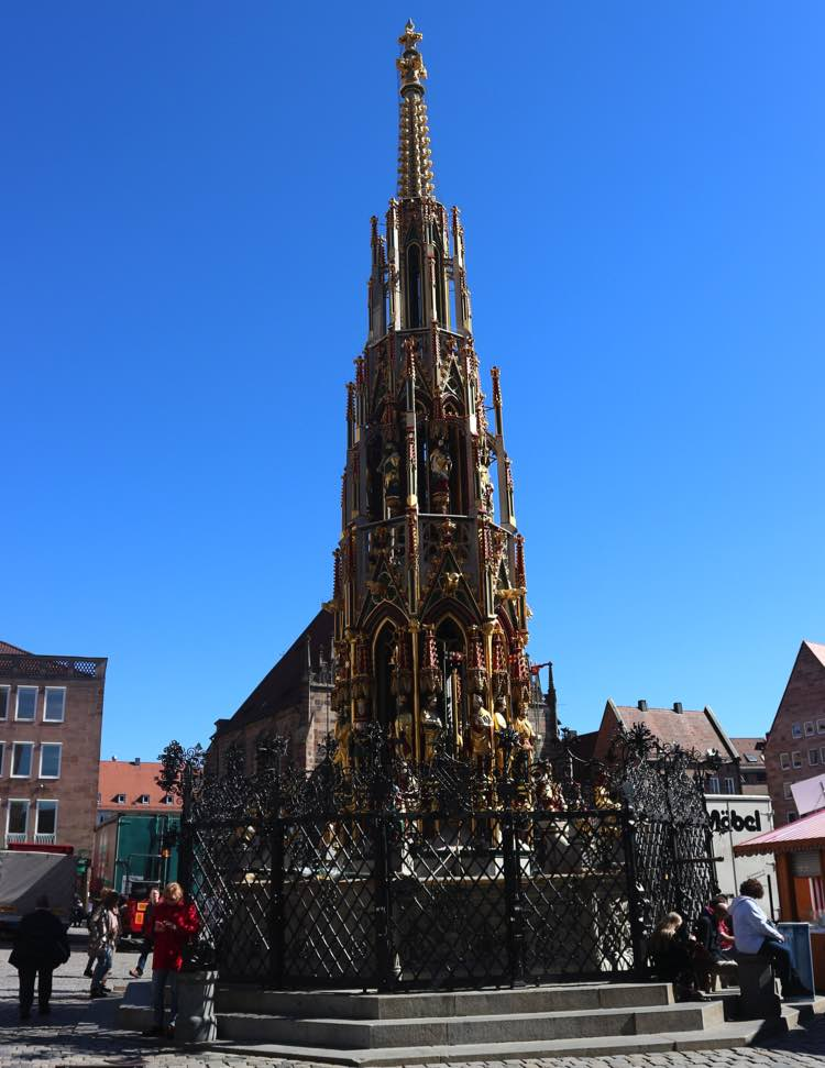 La Schöner Brunnen fue construida a finales del siglo XIV y su célebre anillo, reemplazado varias veces, fue puesto en 1587. Foto © Tu Gran Viaje