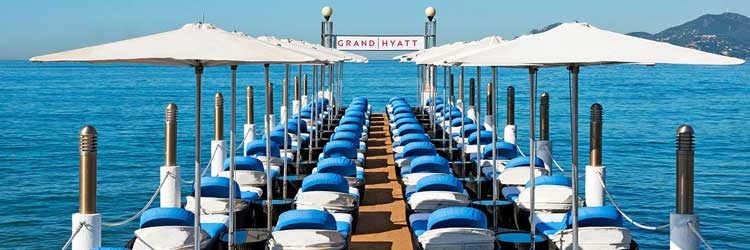 Decididamente, la vida se ve de otro color desde la playa del Grand Hyatt Cannes Hotel.
