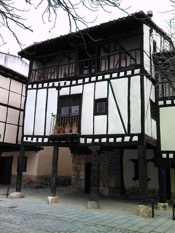 Una vivienda de Covarrubias. Foto de Francisco Jódar