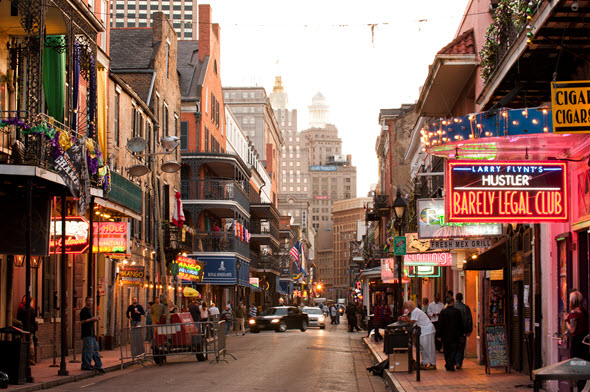 Vista de Bourbon Street, en Nueva Orleans
