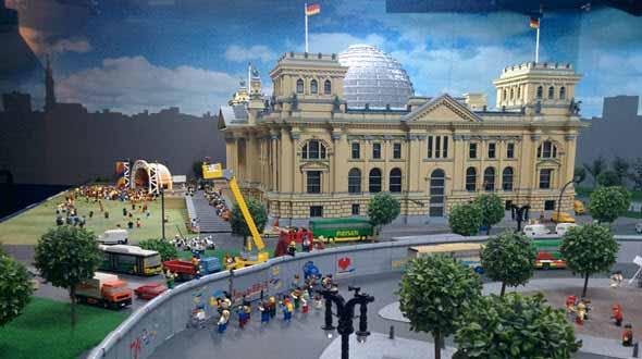 La caída del Muro de Berlín al modo Lego. Foto © Tu Gran Viaje. Viajar con niños a Berlín