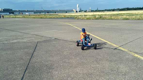 El Tempelhofer Park de Berlín. Foto © Tu Gran Viaje | Viajar a Berlín con niños | Revista Tu Gran Viaje