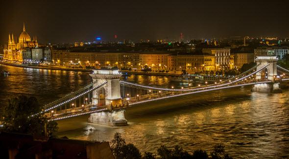 Budapest de Noche, puente de las Cadenas