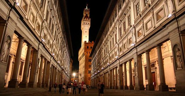 Galería de los Uffizzi con el Palazzo Vecchio al fondo
