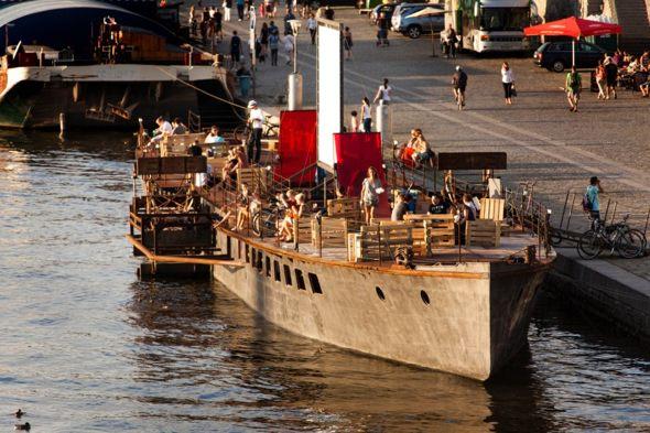 La Avoid Floating Gallery, una de las últimas sensaciones en Praga | Naplavka - Guía Hipster de Praga en Tu Gran Viaje