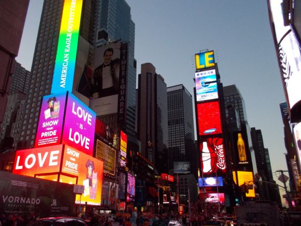Times Square es el corazón de Manhattan, y no es una exageración afirmar que se oyen sus latidos.