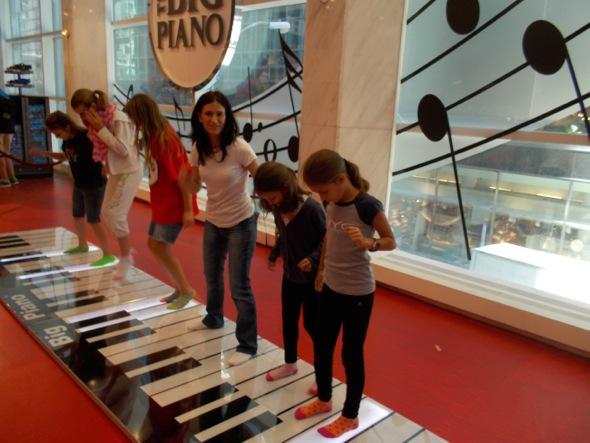 ¡Imposible no tocar el piano a lo Tom Hanks en la tienda FAO Schwarz!