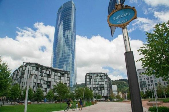 Viajar con niños a Bilbao | Tu Gran Viaje | Plaza Euskadi, Bilbao