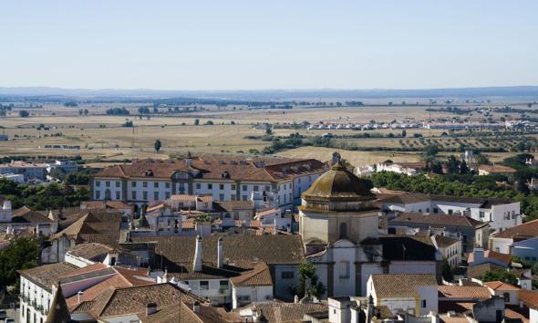 Panorámica de Évora, ciudad que es Lugar Patrimonio de la Humanidad por la UNESCO