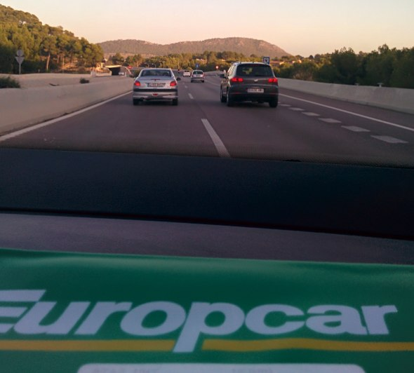 Un estupendo Volkswagen Touran de Europcar fue nuestro transporte en esta escapada por Mallorca. Foto © Tu Gran Viaje