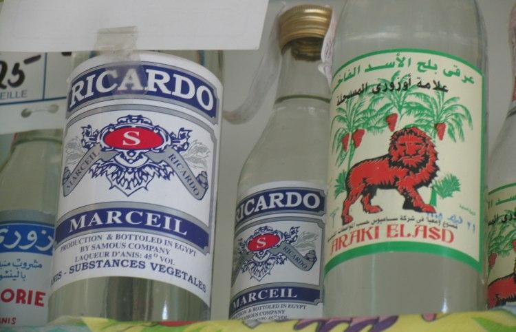 Etiquetas de licores falsos en Egiipto. Foto © Jesús Gª Marín