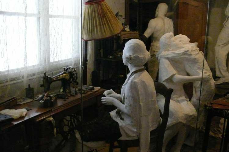 Escena familiar en la antigua fábrica de Schindler. Foto © Ángel Ingelmo