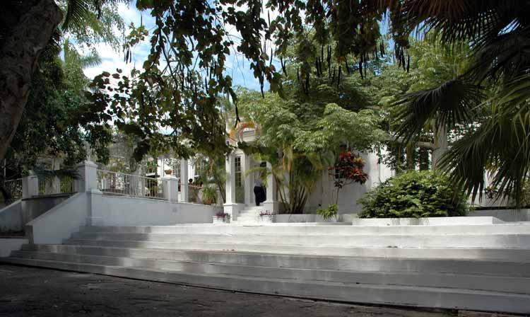 Entrada principal de Finca Vigía, la casa de Ernest Hemingway en La Habana.