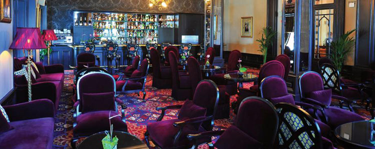 Interior de Orient Bar del Pera Palace Hotel Jumeirah.