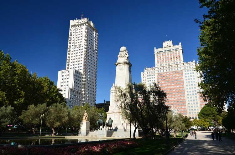 METROVACESA FIRMA CON BARCELÓ HOTELS & RESORTS LA EXPLOTACIÓN DEL HOTEL DE LA TORRE DE MADRID El hotel ocupará las 9 primeras plantas del edificio, unos 22.000 metros cuadrados, y tendrá una categoría de 4 estrellas superior