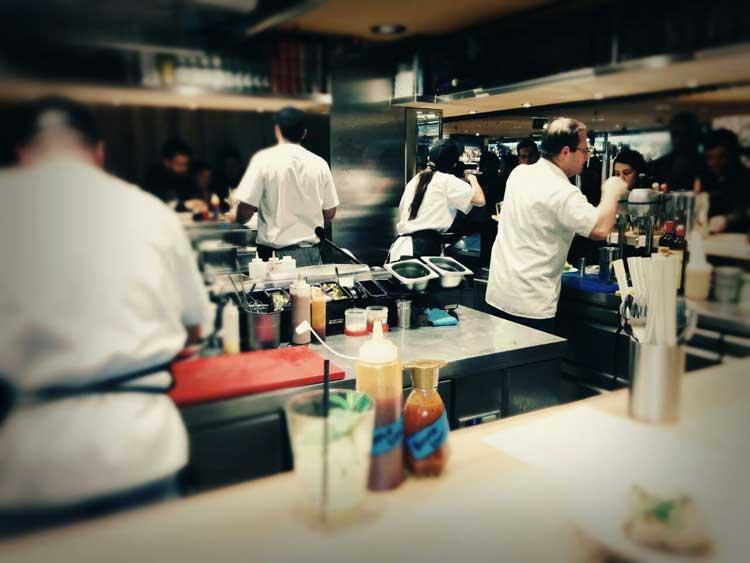Cocina vista de Chifa Boteco. Foto © Jesús Viiladóniga