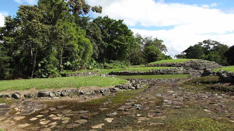 Bases de edificios en Guayabo, Costa Rica
