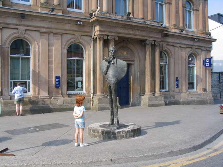 Estatua de Wiiliams B. Yeats en el centro de Sligo, Irlanda
