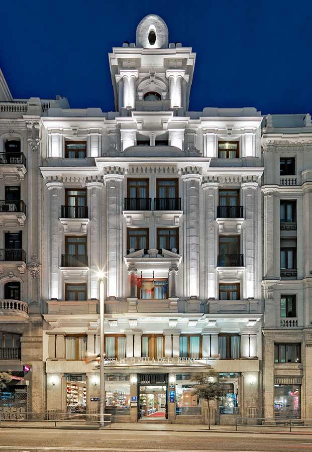 Fachada exterior del hotel H10 Villa de la Reina de Madrid