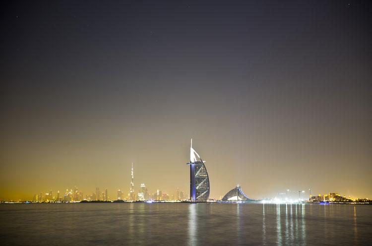 El Burj Al Arab Jumeirah Hotel es el protagonista más destacado del skyline de Dubai.