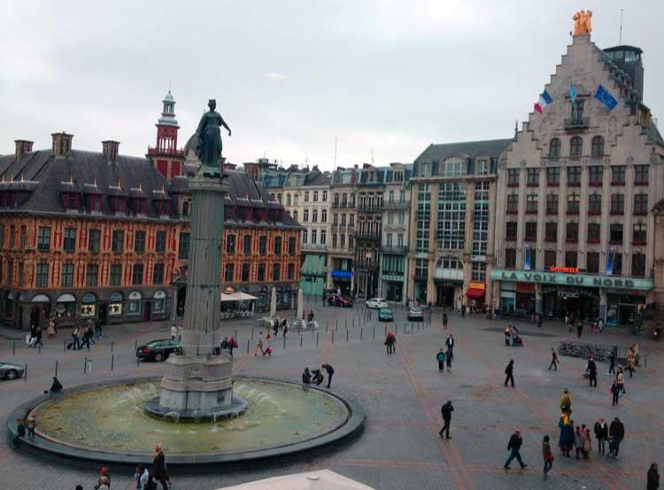La Grand Place de Lille, con el edificio de la Vieja Bolsa. Nord-Pas de Calais. Foto © Tu Gran Viaje