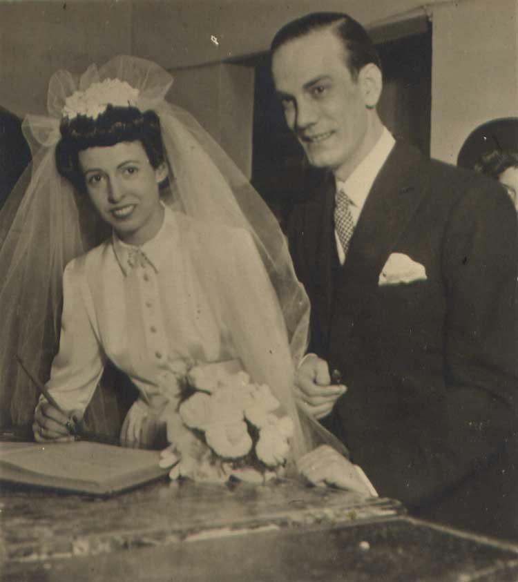 Imagen de la boda entre Rosario Conde y Camilo José Cela. Foto cortesía y © Fundación Charo y Camilo José Cela