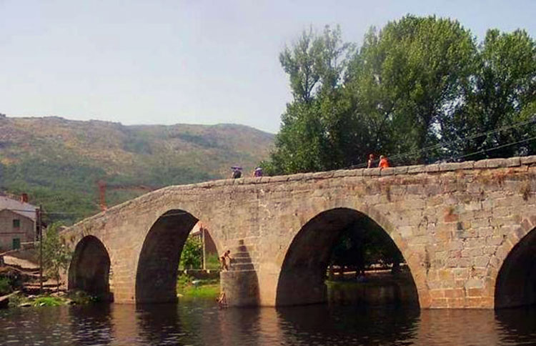 Puente Románico de Navalengua. Foto CC 2.0 Amancebog