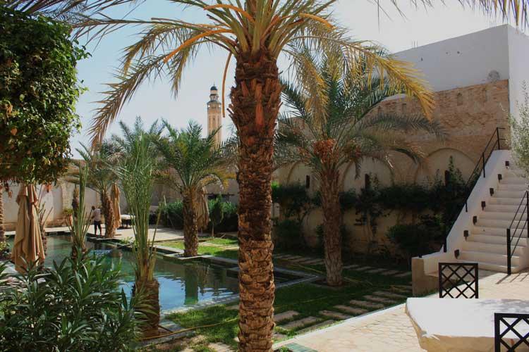 La mezquita de Sidi Abib Lakhadar vista desde Dar Tozeur. © Tu Gran Viaje. Las medinas de Túnez en Tu gran viaje