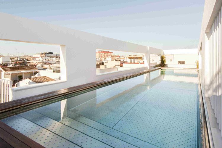 Terraza y piscina del hotel Mercer Sevilla. Tu Gran Viaje