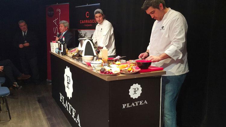 """Showcooking de Quique Diaz, chef ejecutivo de Platea Madrid, en """"Navidad Saludable"""". © Tu Gran Viaje"""