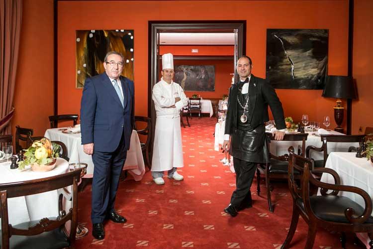 Personal del restaurante Zalacaín de Madrid. Tu Gran Viaje, revista de viajes y turismo