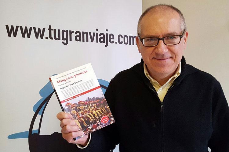"""Ángel Martínez Bermejo, autor de """"Mango con Pimienta"""""""