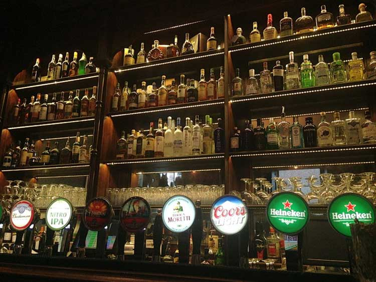 Viajar a Limerick, Irlanda. Grifos del pub Nancy's Blake. © Mar Corona / Tu Gran Viaje